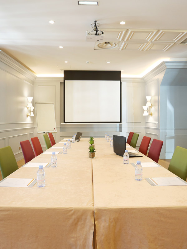 Hotel cheval blanc jossigny marne vallee - Seminaire